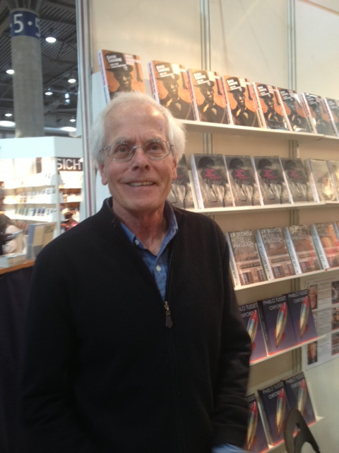 J.R. Bechtle am Stand der  Frankfurter Verlagsanstalt